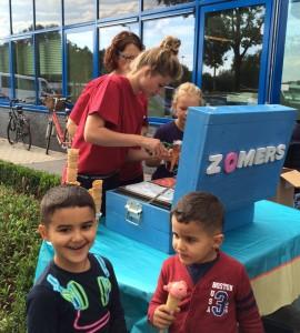 ijssalon Zomers schenkt ijs voor Speelgoedbank